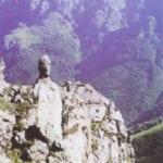 σημάδι με ομοίωμα άνθρωπος σε βράχο