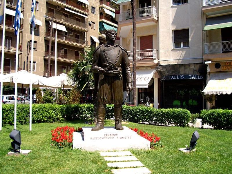 κρητικός μακεδονομάχος
