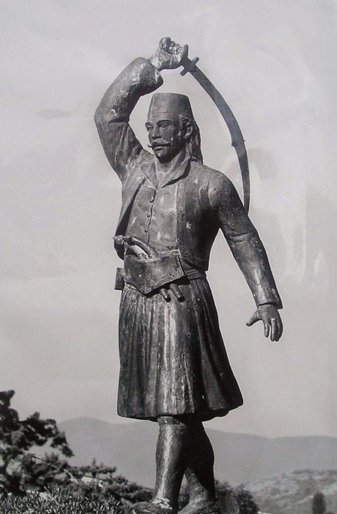 νικοτσάρας άγαλμα